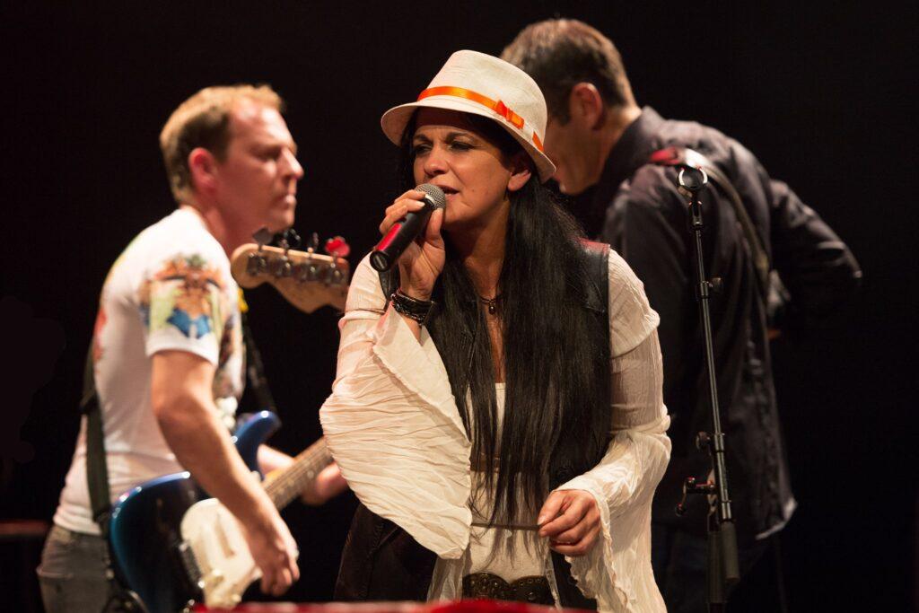 Barbara Cardone chanteuse Corse